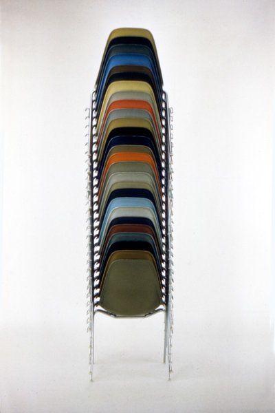 Die Geschichte hinter dem Eames Plastic Chair von Ray & Charles ...