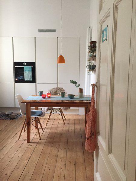 Hereinspaziert 10 neue wohnungseinblicke for Farbige wohnzimmerwand