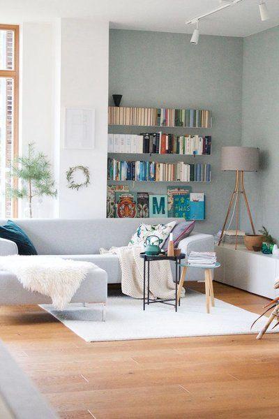 @dieartige Kombiniert Ihre Wandfarbe Mit Grauem Sofa Und Grauer Leuchte Und  Schafft In Ihrem Wohnzimmer Eine Herrliche Frühlingsstimmung.