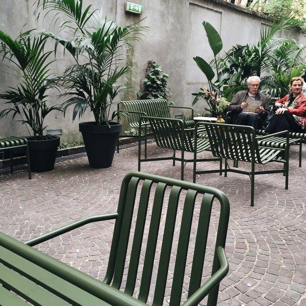 Charming Einfache Dekoration Und Mobel Die Beliebtesten Und Bequemsten Liegestuehle Fuer Den Sommer #11: Der Weekend-Outdoorsessel Von Petite Friture In Kobaltblau. Mitglied @arte  Hat Den Lounge Chair Von HAY Schon Auf Der Mailänder Möbelmesse 2016  Entdeckt.