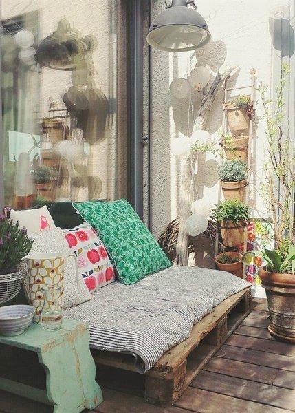 Ein Outdoor Wohnzimmer Mit Palettensofa Bei @Simi Li