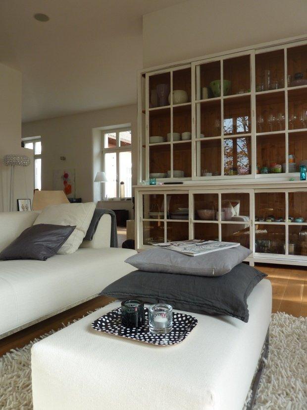 ... Wohnzimmer Einrichtungsideen Farben Trendfarbe Einrichtungsideen In Der  Farbe Grau Solebich De ...
