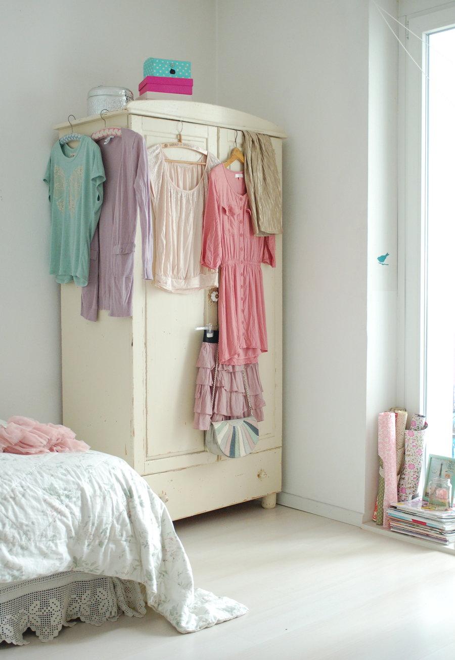 stauraum im schlafzimmer der kleiderschrank. Black Bedroom Furniture Sets. Home Design Ideas