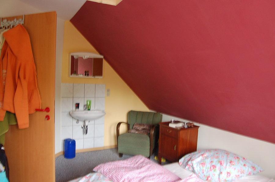kreative anregungen f r kleines schlafzimmer mit dachschr ge gesucht. Black Bedroom Furniture Sets. Home Design Ideas