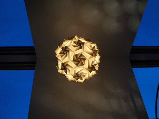 licht an die sch nsten origami lampen. Black Bedroom Furniture Sets. Home Design Ideas