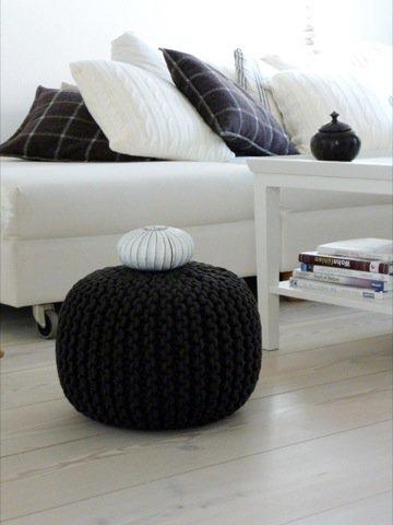 diy anleitung f r den beliebten strickpouf. Black Bedroom Furniture Sets. Home Design Ideas