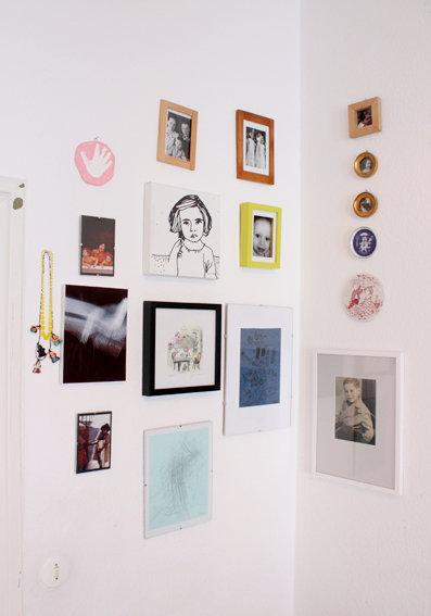 idee f r die einrichtung eines kinderzimmers eine bilderwand. Black Bedroom Furniture Sets. Home Design Ideas