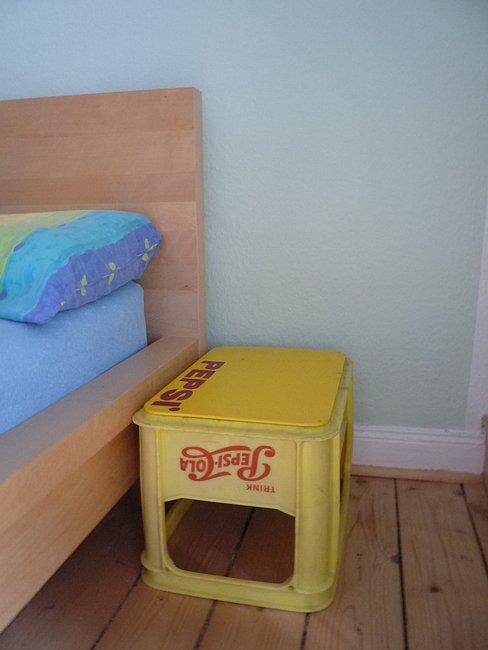 unkonventionelle nachttische ideen zum kaufen und selbermachen. Black Bedroom Furniture Sets. Home Design Ideas