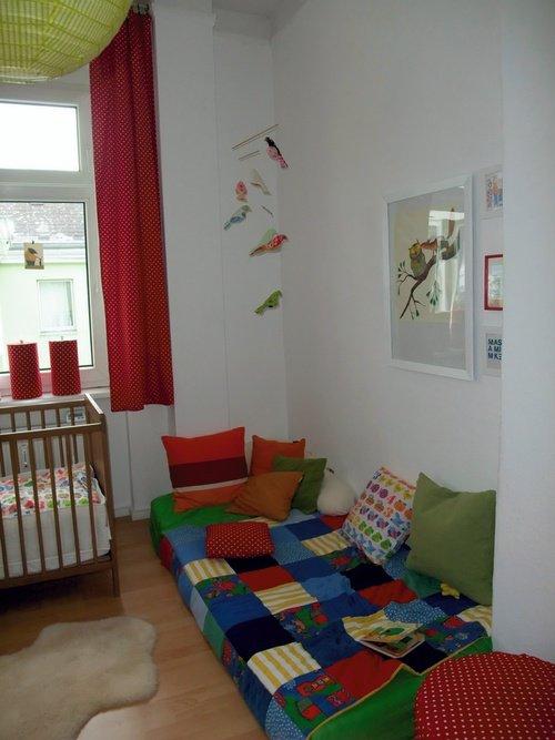 Kinderzimmer gestalten mit kuscheligen textilien for Kinderzimmer kuschelecke