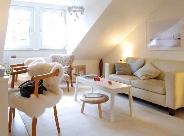Wohnzimmergestaltung: Sofas in Beige und anderen hellen Tönen ...