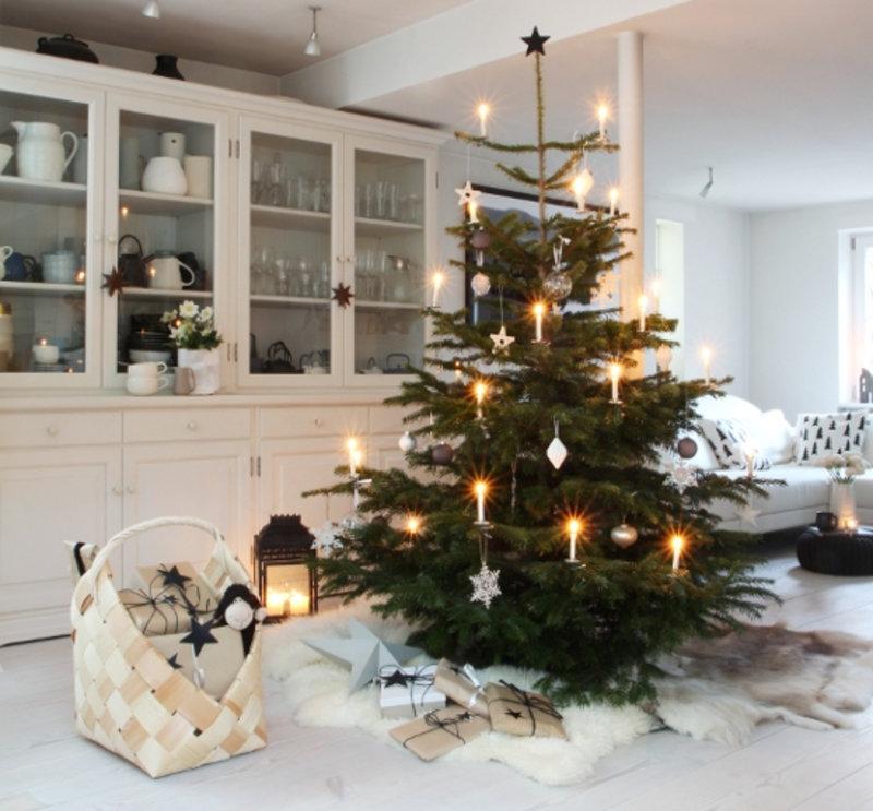 Auf Dieser Seite Zeigen Wir Die Schönsten Ideen Für Deinen Weihnachtsbaum:  Christbaumschmuck, Anhänger Und Lichterketten Und Kerzen Für Die  Beleuchtung.