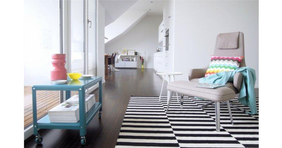 bunt ist meine lieblingsfarbe zu besuch bei miraculusa in der schweiz. Black Bedroom Furniture Sets. Home Design Ideas