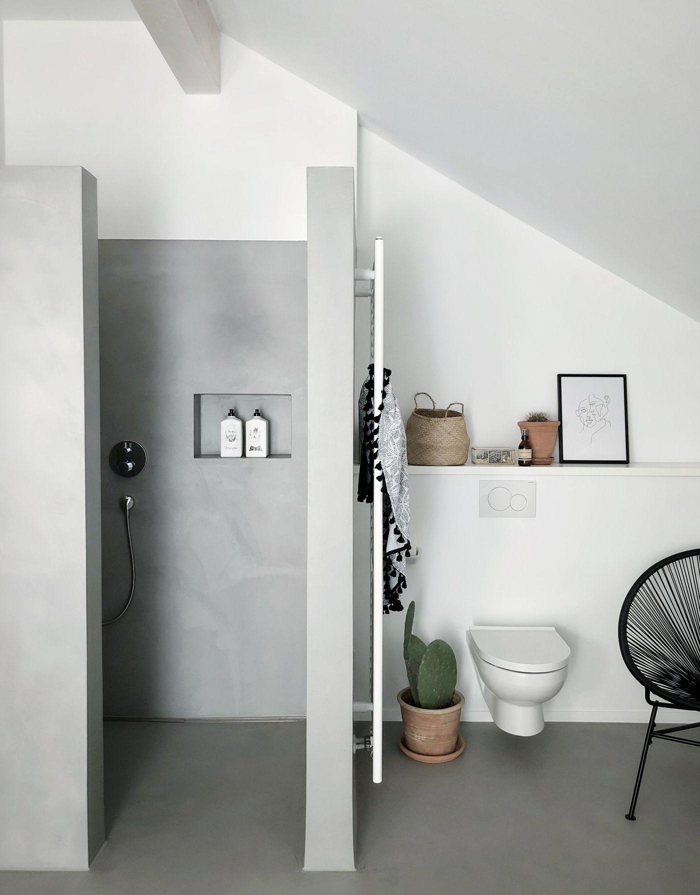 Badezimmer Mit Begehbare Dusche Und Badewanne