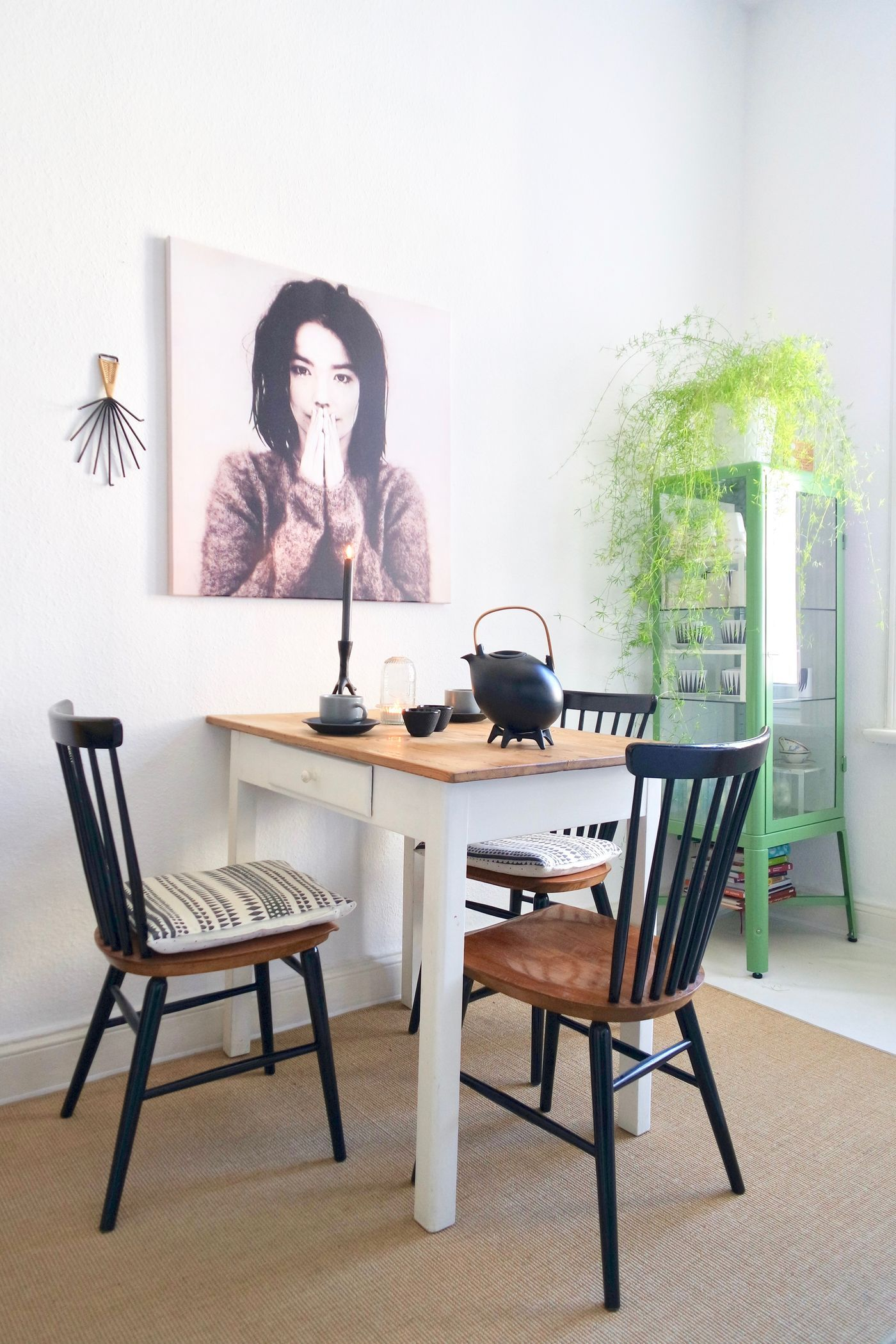 welche farbe passt zu mint pastell wandfarben zart und tor tr fenster und flur alles in grn. Black Bedroom Furniture Sets. Home Design Ideas