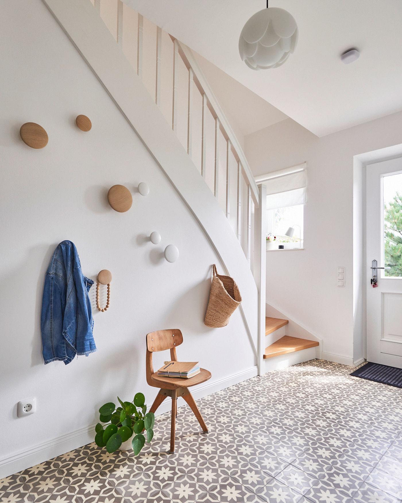 Wandgestaltung Treppenaufgang Gestalten: Treppengelander Verkleiden Stoff
