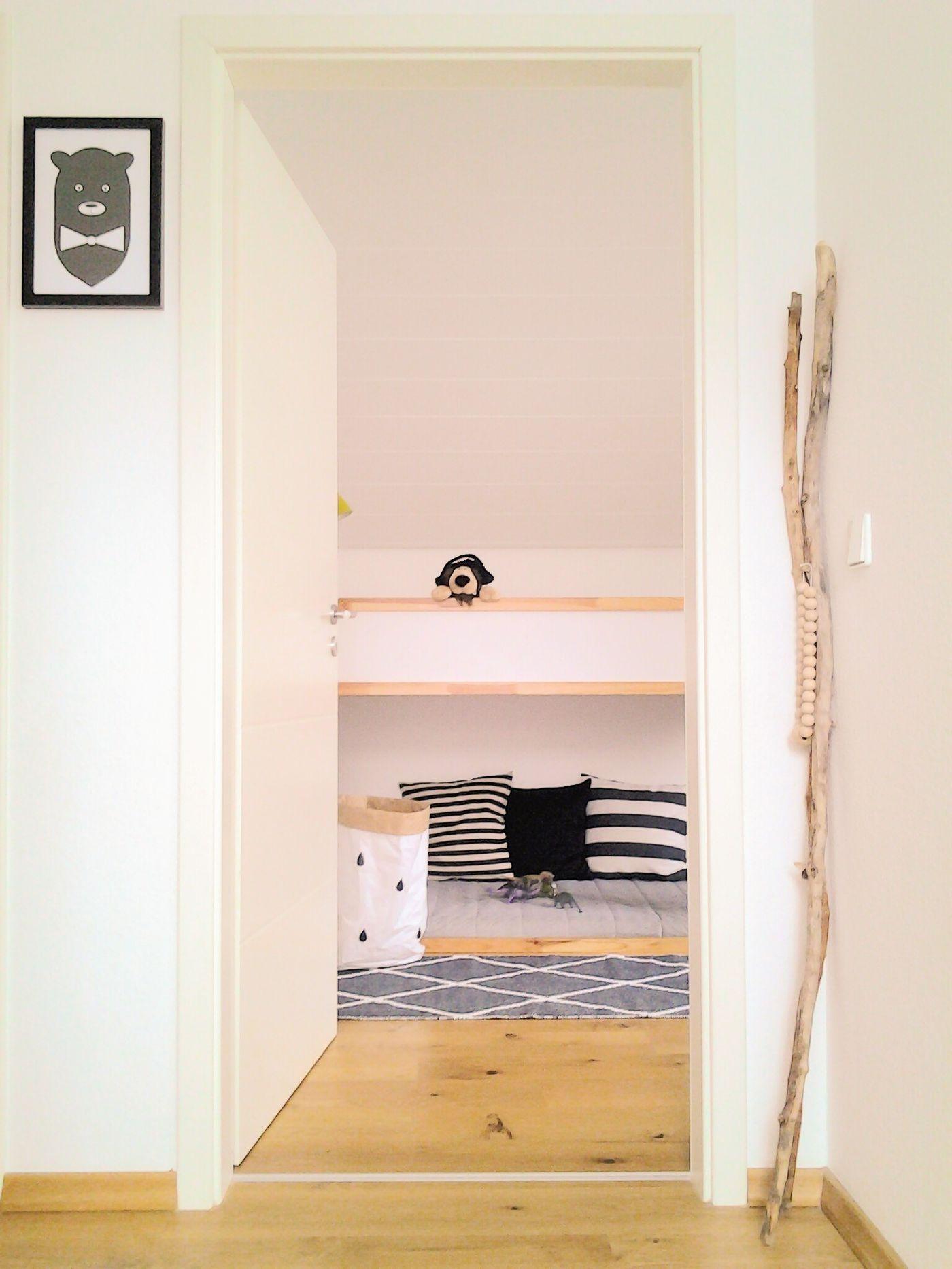 Skandinavische Kinderzimmer. Hereingelinst