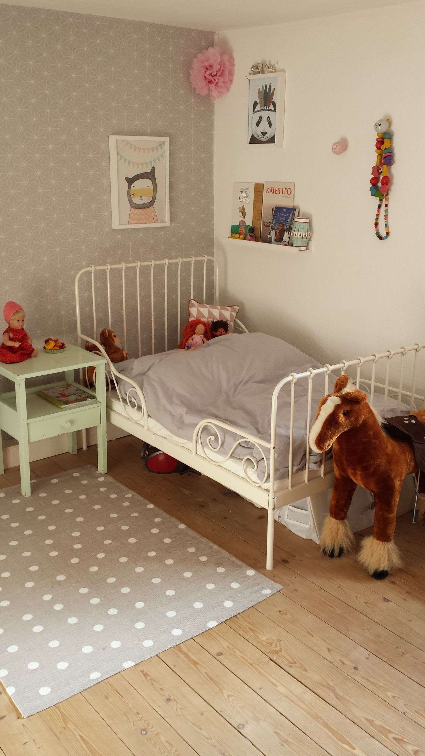 die sch nsten ideen f r kindertapeten im kinderzimmer. Black Bedroom Furniture Sets. Home Design Ideas
