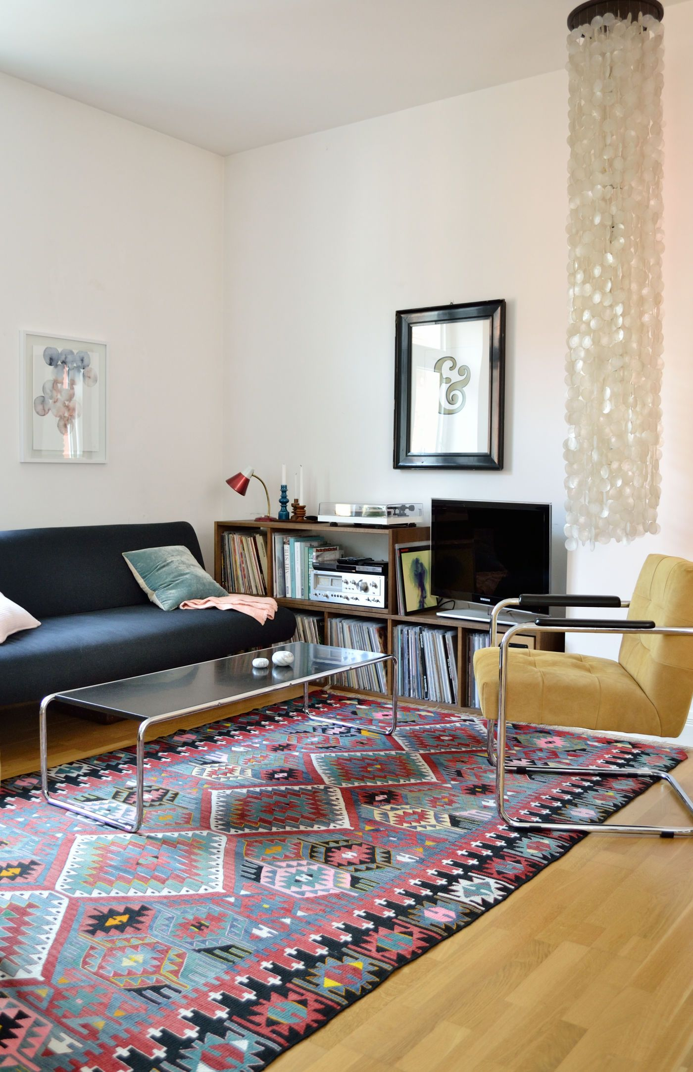 freischwinger st hle im esszimmer. Black Bedroom Furniture Sets. Home Design Ideas