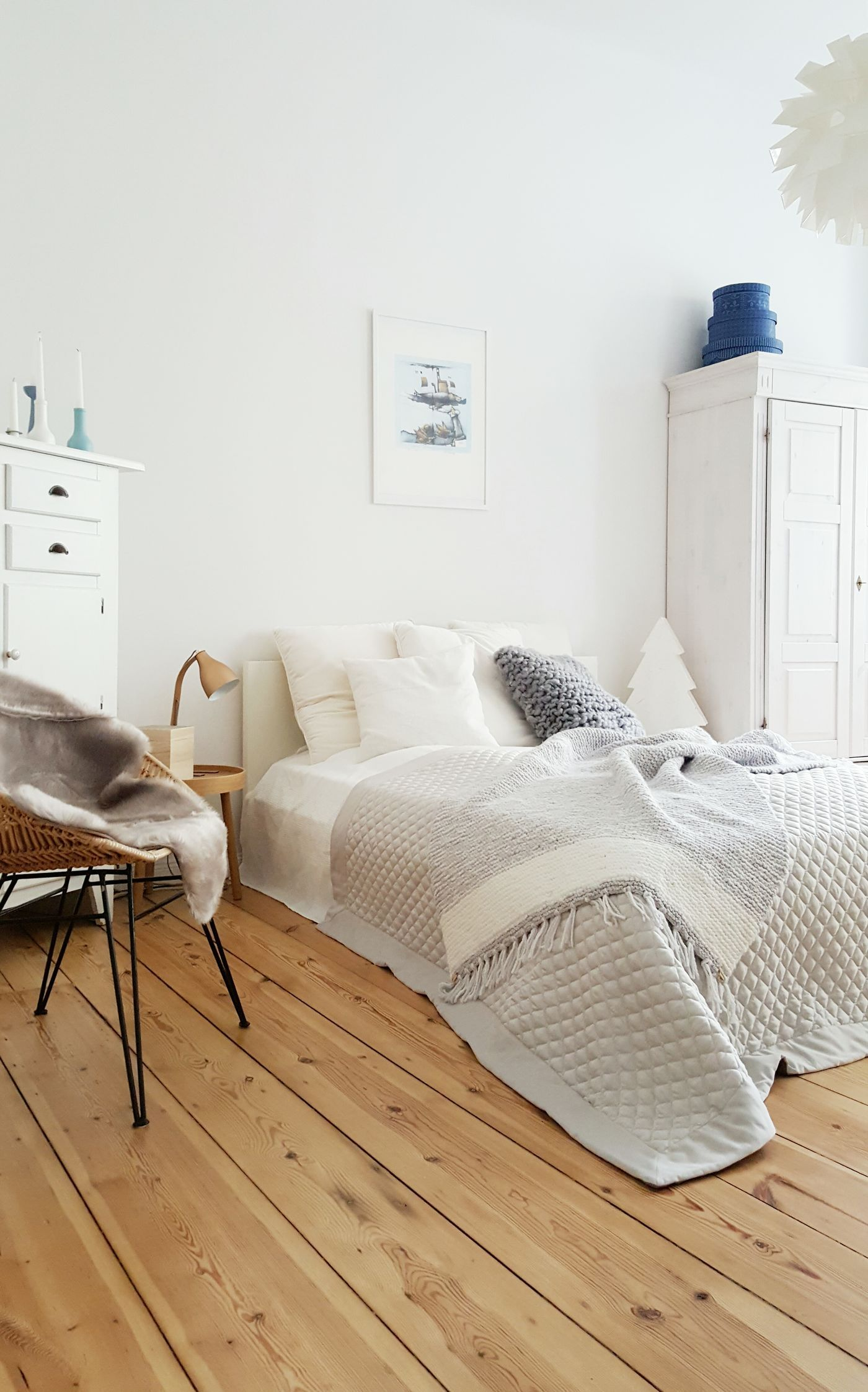 Skandinavische Schlafzimmer. Winterliches Schlafzimmer