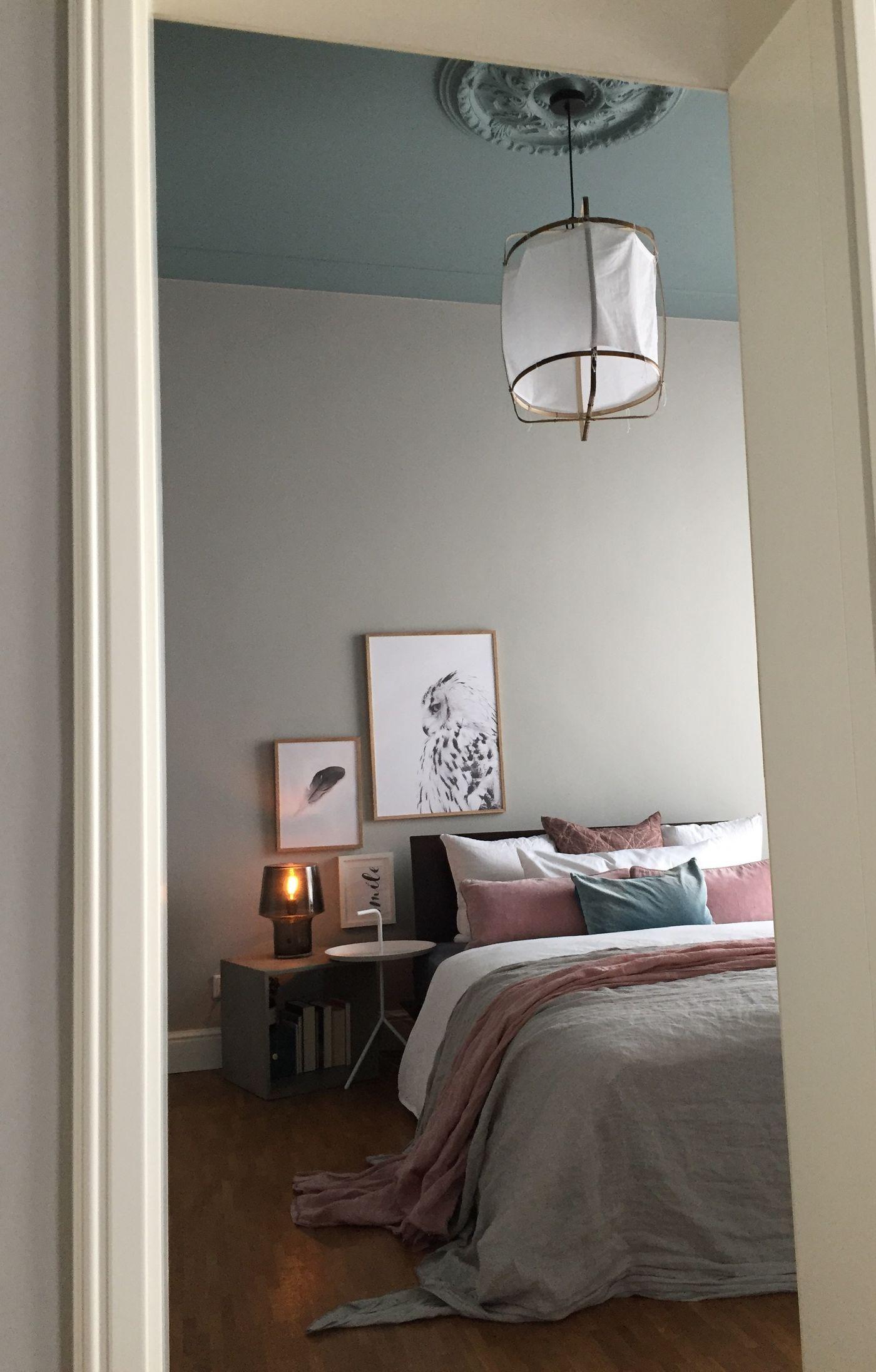 schlafzimmer wand hinter dem bett. Black Bedroom Furniture Sets. Home Design Ideas