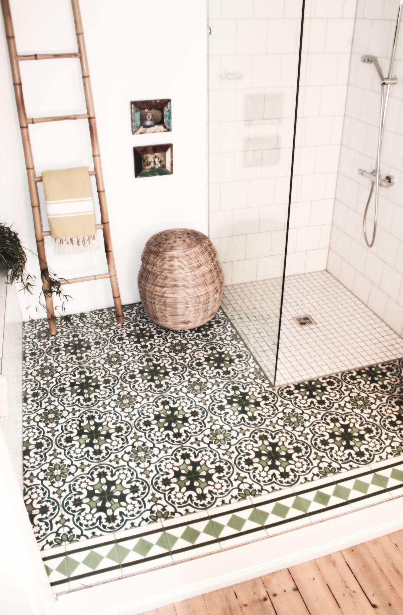Badezimmer. Begehbare Dusche.
