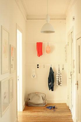 gste garderobe mit welchen farben und spachteln man beton perfekt simulieren kann garderobe. Black Bedroom Furniture Sets. Home Design Ideas