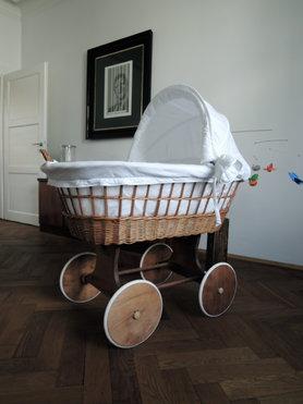 stubenwagen zwillinge modern. Black Bedroom Furniture Sets. Home Design Ideas