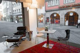 der eames lounge chair in echten wohnungen. Black Bedroom Furniture Sets. Home Design Ideas