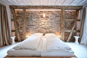 steinwand deko bilder ideen. Black Bedroom Furniture Sets. Home Design Ideas