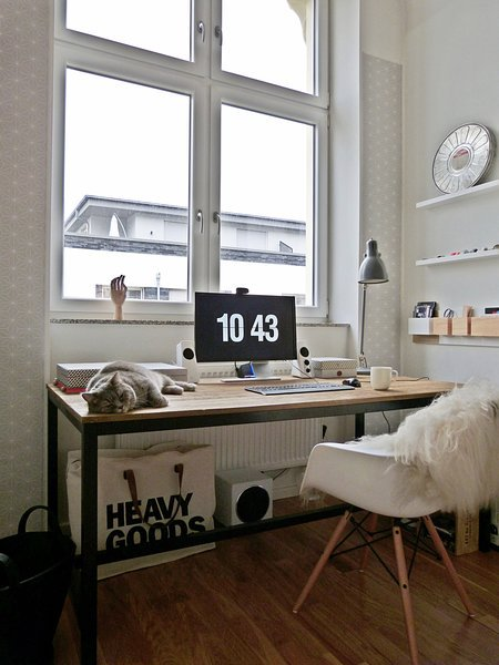 wir wohnen in einer ehemaligen textilfabrik zu besuch bei matrixfehler in berlin. Black Bedroom Furniture Sets. Home Design Ideas