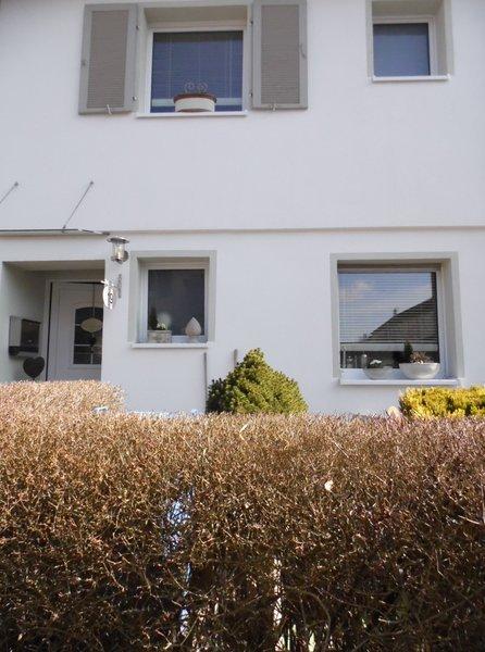 Die Terrasse Mit Terracotta Fliesen Wartet Auf Den Frühling   Dann Wird Sie  Wieder Zu Lucies Zweitem Wohnzimmer!